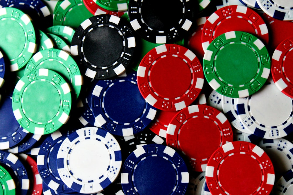 Choose Online Slot Machine Casino Games And Win with Ease